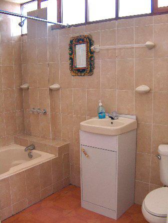bath-apartment-quetzaltenango4