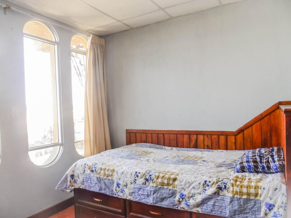 bedroom-window-rent-house-quetzaltenango
